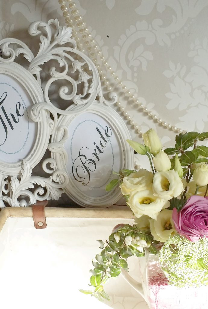 hire name frames & signs for bride & grooms