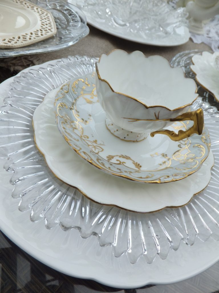 how to layer vintage crockery & glassware for luxury place settings at weddings