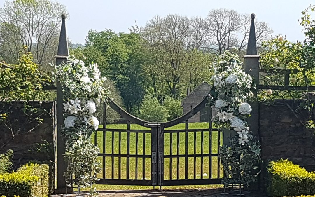 wedding flower arch or pillars